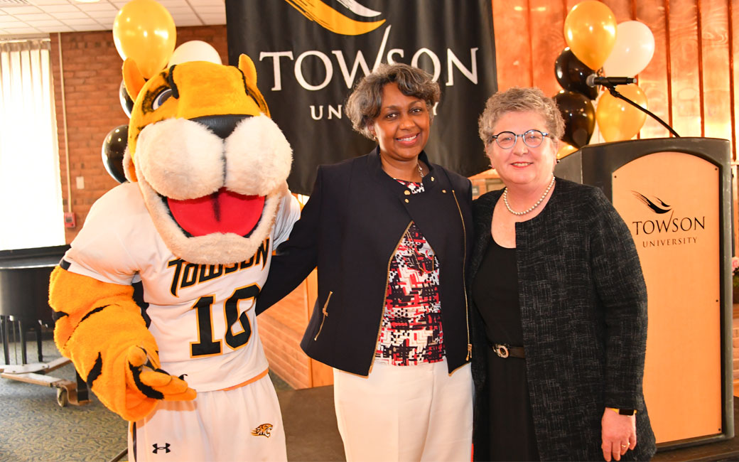 President Schatzel, Dr. Leah Cox, and Doc the Tiger