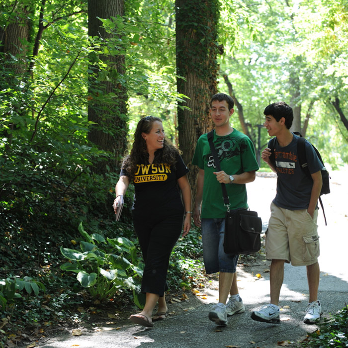 Students on the Trees of Towson Walking Tour