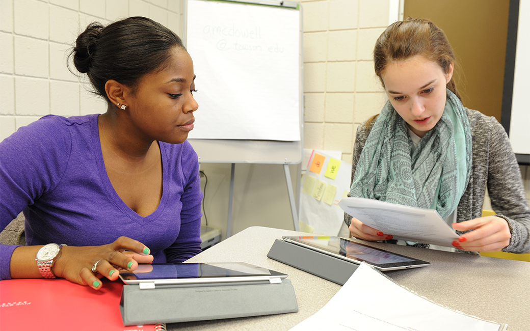 students with ipad