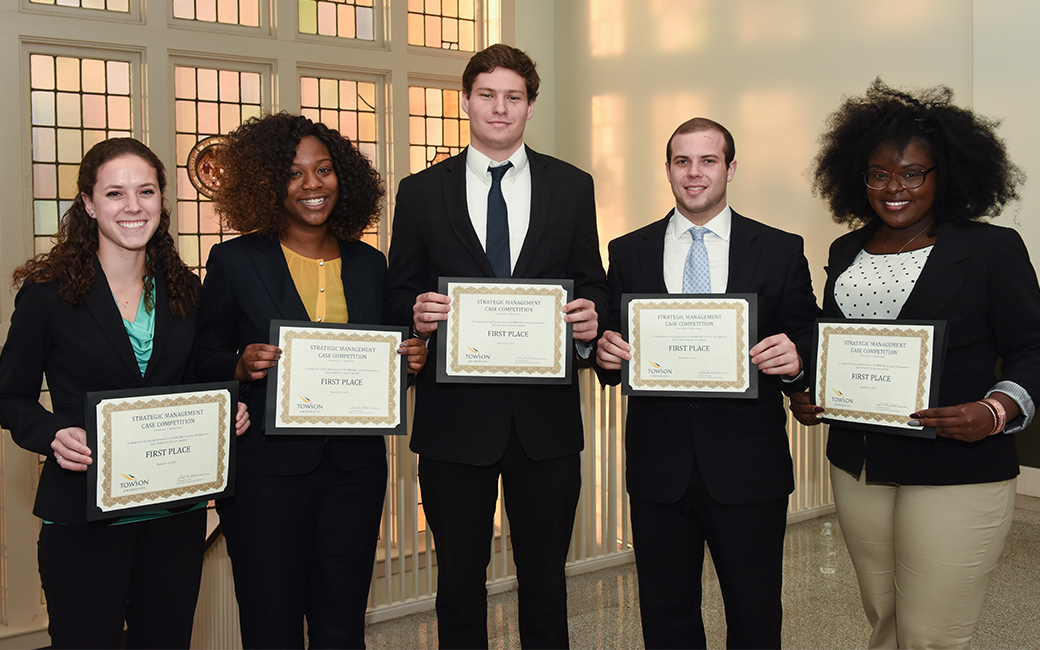 The first place winners of the fall 2015 Strategic Management Case Competition