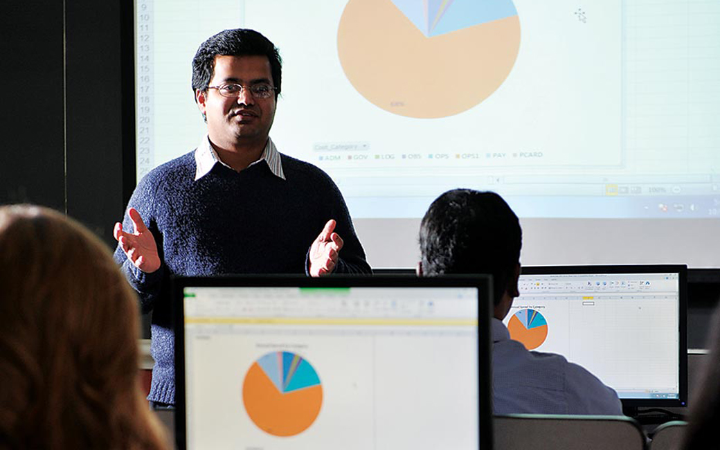 e-Business and Technology management professor teaches a course in the supply chain innovation lab