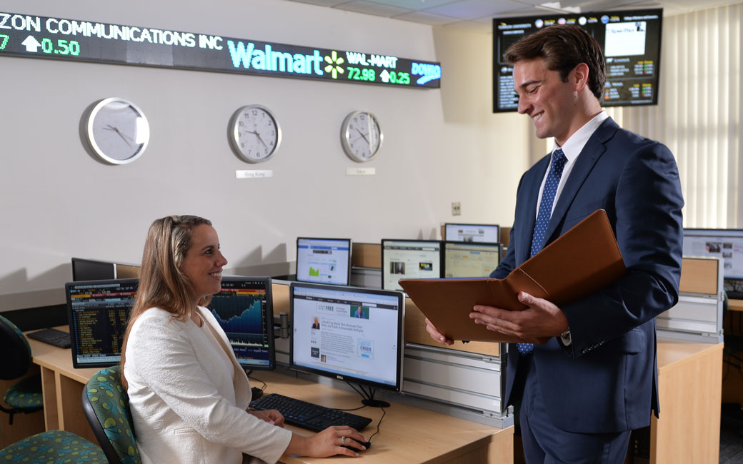 two students working in the T. Rowe Price Finance Lab