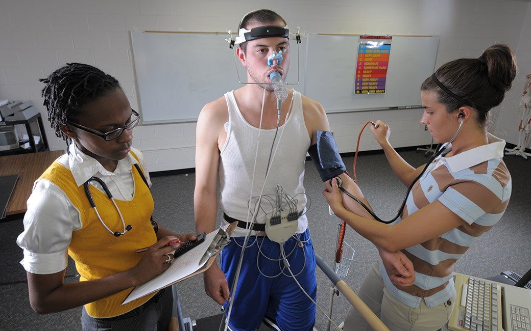 Students simulate clinical exercises in the classroom
