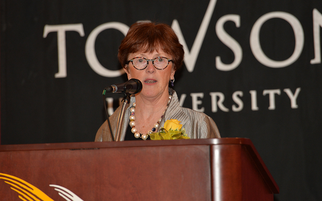 Dean's 2015 distinguished alumni award recipient delivering her acceptance speech
