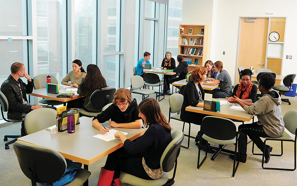 students at the writing center on campus