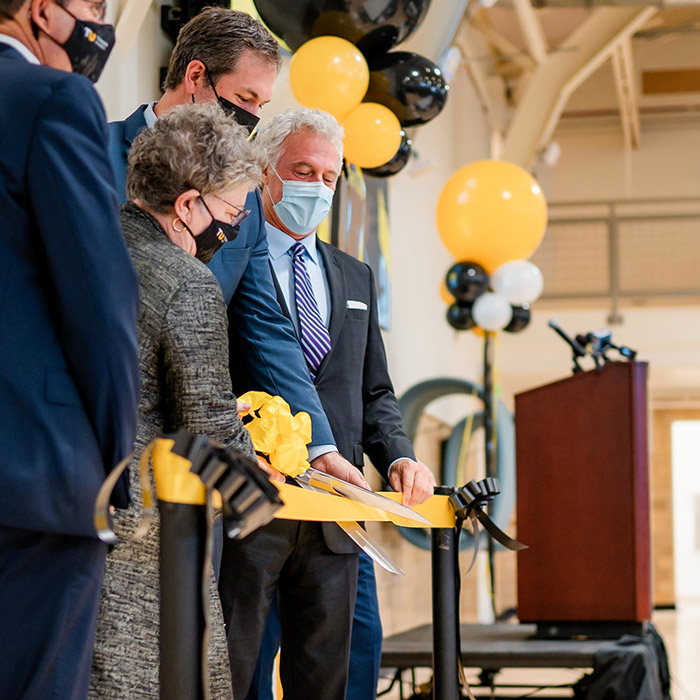 StarTUp at the Armory wows crowd at grand opening