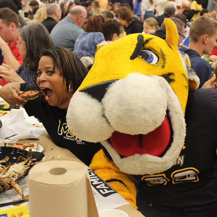 mom eating crab with doc the tiger