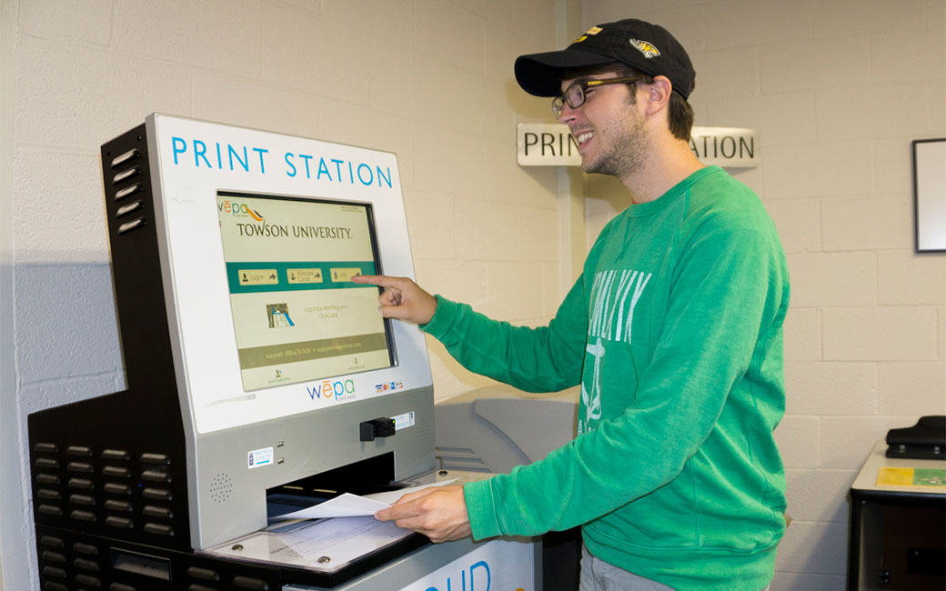 Student using wepa printing kiosk in SCS Cook 35 Lab